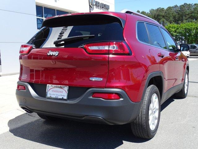 Pre-Owned 2017 Jeep Cherokee Latitude FWD
